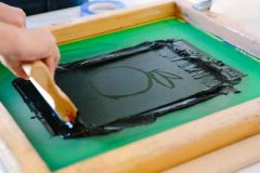 What are the advantages of screen printing process?