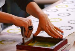 What is hand screen printing? How to do hand screen printing?